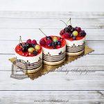 Minitorciki z owocami sezonowymi i galaretką