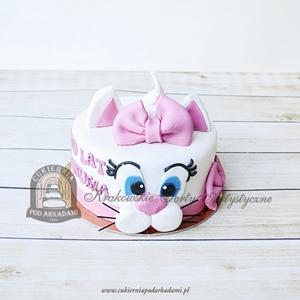 Tort kotek z różową kokardką