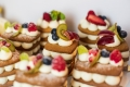 31- number cake, deserki bankietowe , wspaniałe na słodki kącik lub słodki stół , serek marscapone, owoce i ciasto piernikowe