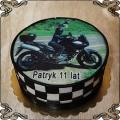 75 Tort urodzinowy dla 11 letniego chłopca w kasku na motocyklu