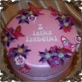 73 Tort różowy z kwiatuszkami i motylkami na urodziny dwu latki