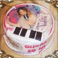 94 Tort ze zdjęciem Violetta z pianinem i mikrofonem