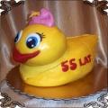 12 Tort dla dziecka z żółtą kaczusią z kokardką