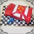 5 Tort dla małego mechanika z czerwonym autem klucze narzędzia
