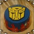 94 Tort Transformers na płasko Bumble Bee cake z płomieniami