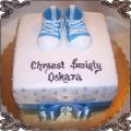 31 Tort kwadratowy niebieski z bucikami i perełkami na chrzest