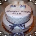 32 Tort piętrowy z białymi bucikami i pikami na chrzest