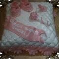 57 Tort poduszka na chrzest różowe buciki grzechotka smoczek