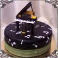127 Tort z fortepianem i nutkami dla pianisty