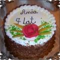 34 Tort klasyczny w miodowej posypce z różą z lukru