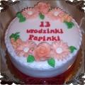 4 Tort okolicznościowy urodzinowy z dekoracją z lukrowymi kwiatami Cukiernia Pod Arkadami Kraków