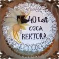 50 Tort na czterdzieste urodziny klasyczny z dekoracją w bitej śmietanie