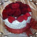 57 Tort w posypce czekoladowej z żywymi różami  Cukiernia Pod Arkadami Kraków