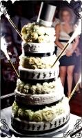 17 Tort na wesele z białymi różami i kapeluszem Torty Artystyczne Cukiernia Pod Arkadami Kraków