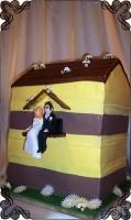 46 tort weselny w kształcie ula z pszczołami cukiernia pod arkadami