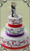 48 Tort na ślub weselny czerwono fioletowe wzorki oraz figurka pary młodej Torty Artystyczne Cukiernia Pod Arkadami Kraków
