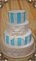 66 tort weselny kolorowy niebiesko biały z kokarda