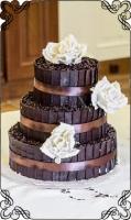 67 tort weselny z tabliczkami z  deserowej ciemnej czekolady plus posypka