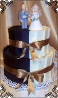73 Tort na wesele w tabliczkach czekolady biało brązowych oraz figurki młodych Torty Artystyczne Cukiernia Pod Arkadami Kraków
