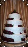 75 tort weselny ze świeżymi malinami i esy
