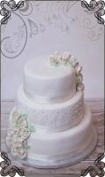11 tort ślubny klasyczny biały plus kwiaty z lukru styl angielski