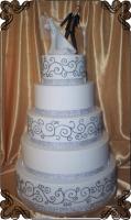 14 Tort na ślub piętrowy z błyszczącymi dodatkami i figurka na tort Krakowskie Torty Artystyczne Cukiernia Kraków