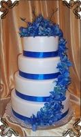 18 tort weselny z żywymi storczykami kolor niebieski
