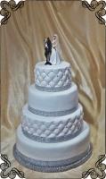 29 tort ślubny pikowany i gładki biały z figurkami