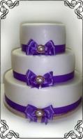 33 Tort na wesele z pięknymi fioletowymi kokardkami Krakowskie Torty Artystyczne Cukiernia Kraków
