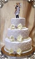 35 tort weselny piki z figurka i kokardkami