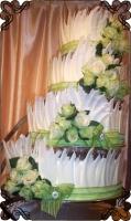 45 Tort weselny na stojaku spirala z białą zielona dekoracją Krakowskie Torty Artystyczne Cukiernia Kraków