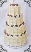 71 tort weselny w piórkach z białej czekolady plus owoce