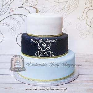 Tort biało czarno miętowy z lukrowanym napisem i złotą wstążką