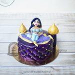 Tort w kształcie pałacu z figurką Dżasminy na latającym dywanie