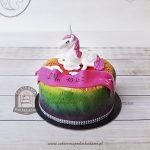 Tort z jednorożcem i kolorową polewą cieniowaną aerografem z tłoczonym wzorem kwiatowym
