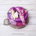 Różowy tort z wróżką i jednorożcem