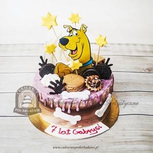 Tort Scooby Doo z ciasteczkami, gwiazdkami i lukrowaną ozdobą