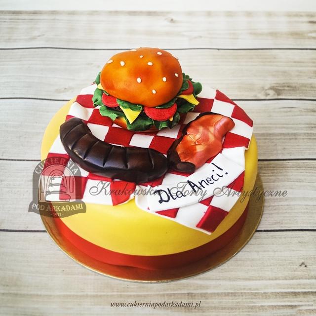Tort FASTFOOD z hamburgerem, kiełbaską i bekonem