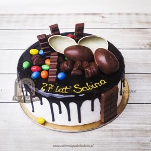 Tort z czekoladowymi słodyczami