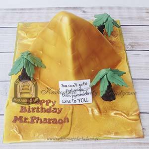 Tort w kształcie egipskiej piramidy_blog