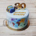Tort z mapą świata i walizkami blog