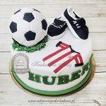 Tort z koszulką piłkarską Cracovia, piłką i korkami blog