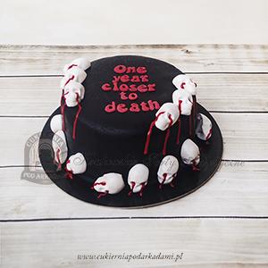 Czarny tort zdobiony czaszkami blog