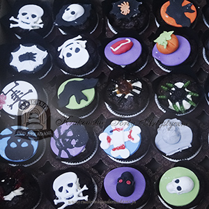 Upiorne czarne babeczki na Halloween blog