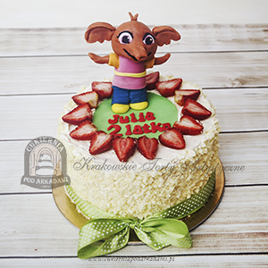 Tort z truskawkami i figurką Suli z bajki BING blog