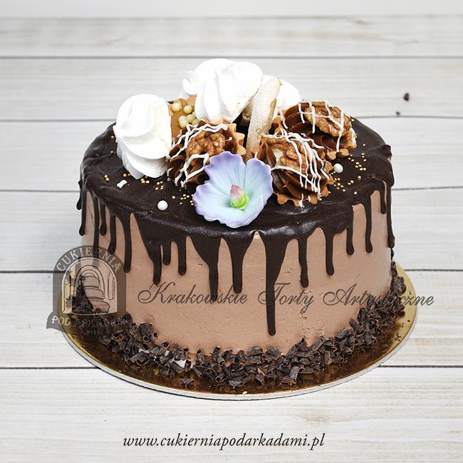 Tort-drip-cake-oblany-czekoladą z bezami-orzechowymi-babeczkami-i-kwiatami-z-masy-cukrowej BLOG Cukiernia pod Arkadami